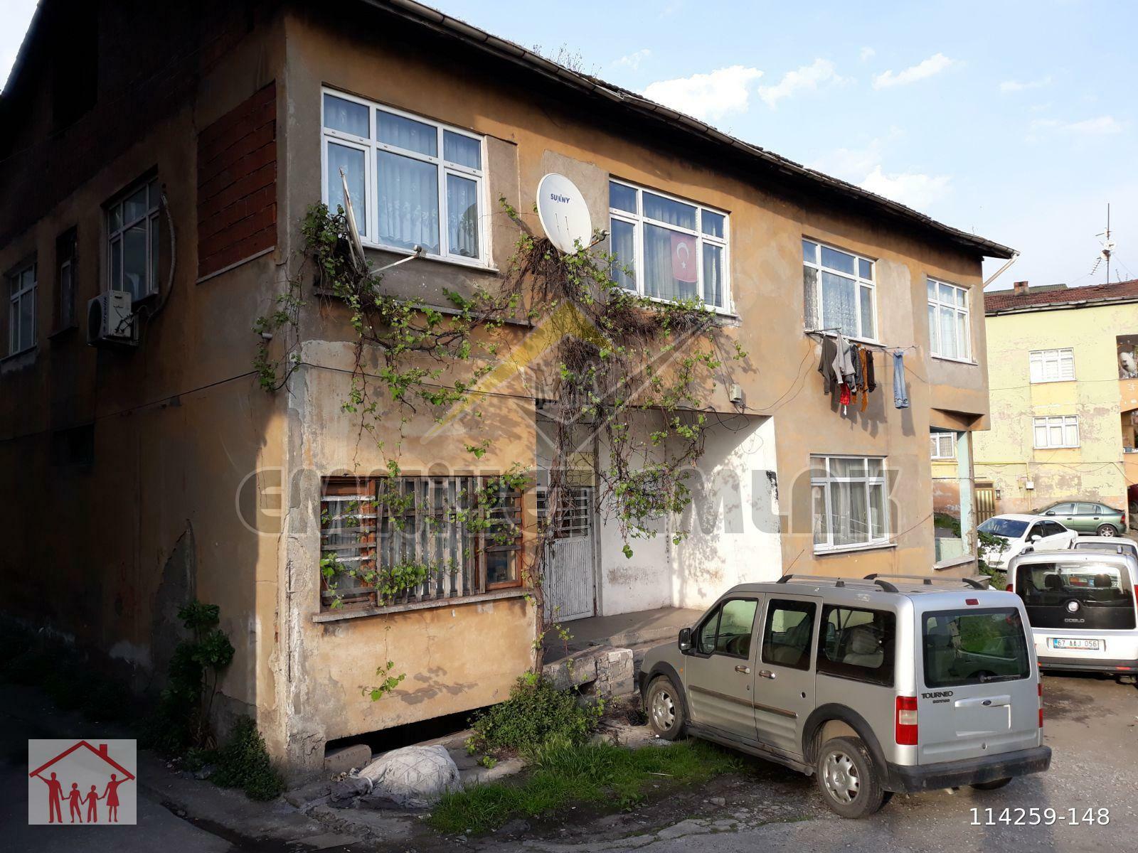 ELMATEPE MAHALLESİNDE CADDE ÜZERİ SATILIK BİNA